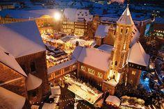 Braunschweiger Weihnachtsmarkt  Am Burgplatz der historischen Burg Dankwarderobe erstrahlen auf dem Braunschweiger Weihnachtsmarkt, der bis in das Jahr 1505 zurückreicht, knapp 150 Stände in der idyllischen Kulisse rund um den Dom St. Blasii.  Die 14 gemütlichsten Weihnachtsmärkte Deutschlands - TRAVELBOOK.de  #citymaps2go #travel #christmas
