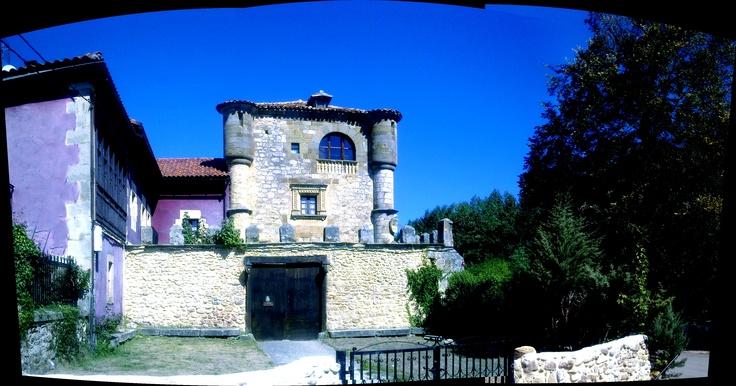 Torre-Palacio de Los Alvarado en el Ribero de Montija