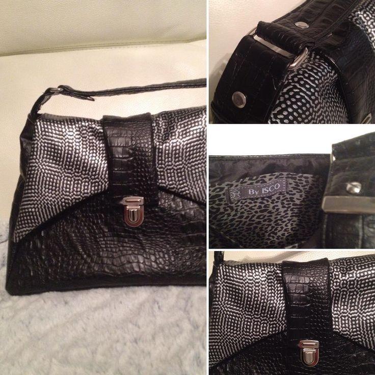 #AVA Était coupé et je n'ai pas résisté à l'envie de le coudre. En simili noir et métal. Prochainement sur le blog  @verosacotin @mondialtissus #handmade #couture #jeportecequejecouds #sac #bag