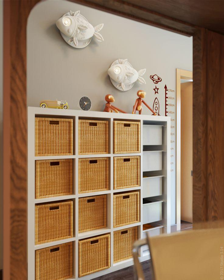 Шкаф для игрушек, аналогичный стоящему в соседней комнате.