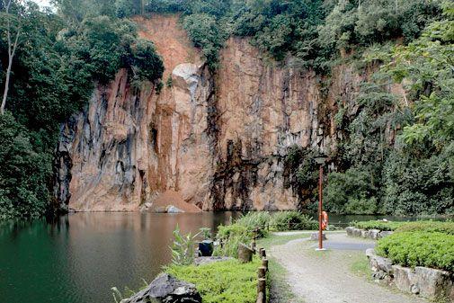 Bukit Batok Nature Park sajian alam yang menyejukkan hati dengan pemandangan alam yg indah like it.. n recomended dah #SGTravelBuddy