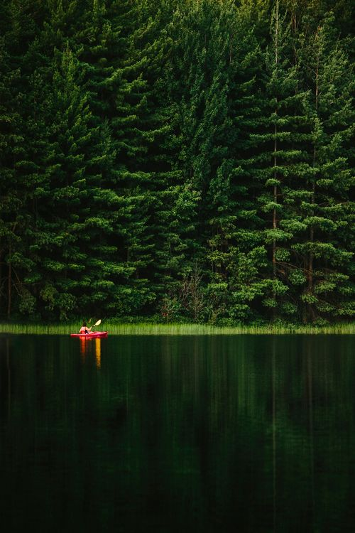 kayak contraste en rojo, estar ahí