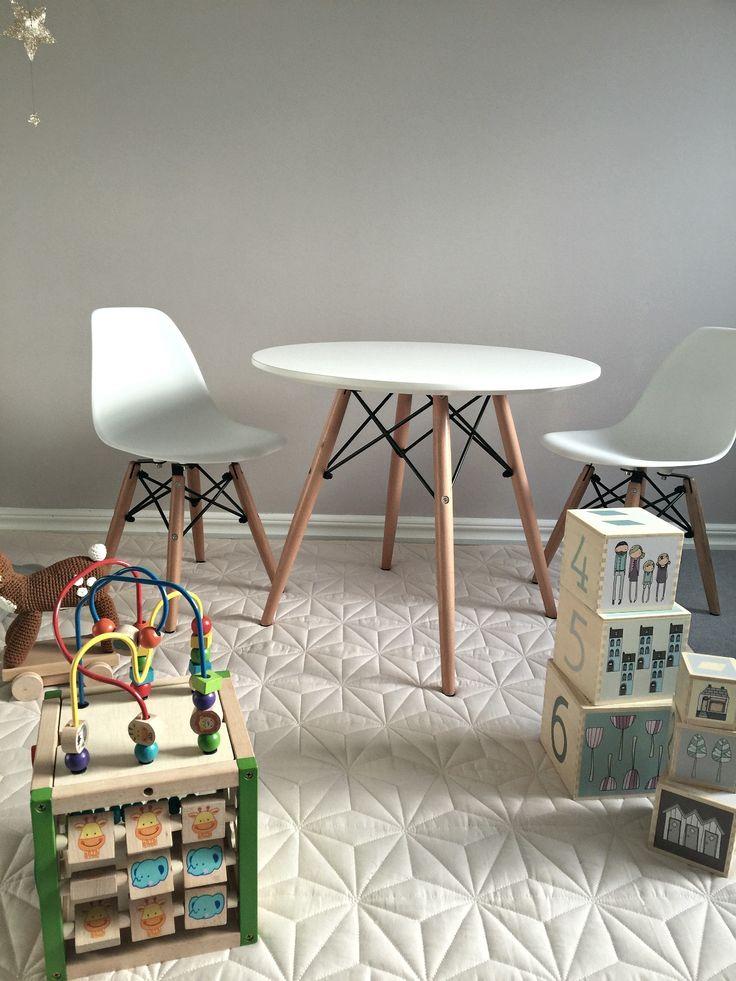 alice & fox bord och stolar. klossar och multileksak från lekologiskt.se