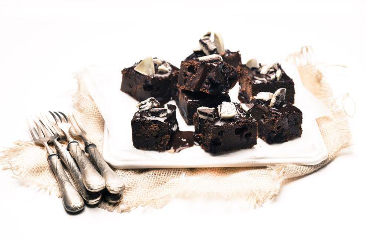 Chocolate pie with oreo cookies