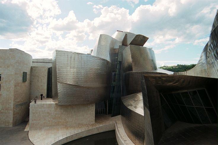 Galeria de Clássicos da Arquitetura: Museu Guggenheim de Bilbao / Gehry Partners…