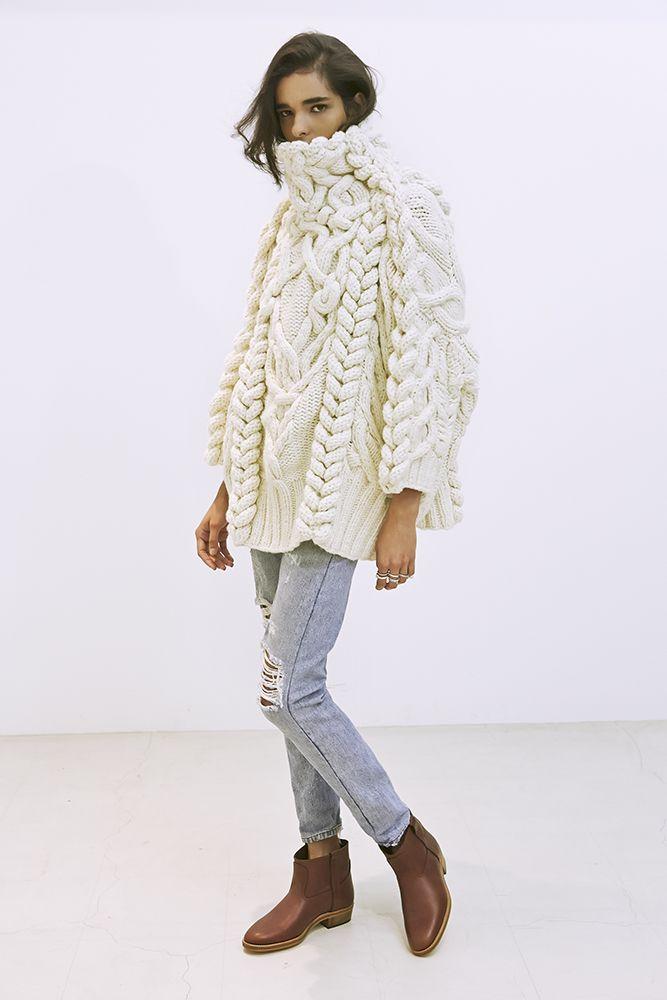22_3 knit ¥360,000 denim ¥43,000 boots ¥52,000