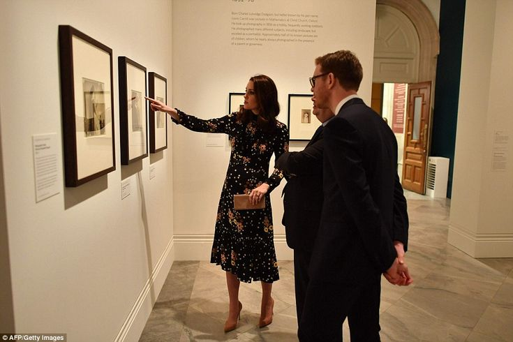 In the foreword to the exhibition catalogue, Kate explained her fascination with portraits... #katemiddleton
