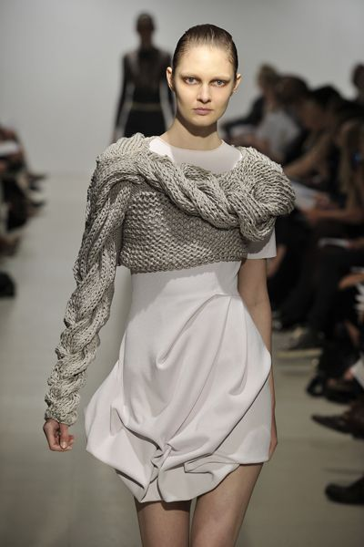 Sculptural Knitwear - knitted dress with oversized sleeves and 3D textures // Filhas de Gaia: 2 тыс изображений найдено в Яндекс.Картинках