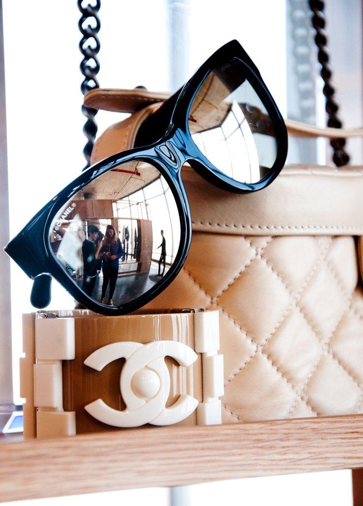 Leve um pouco mais de brilho para seu dia a dia! We ♥ Chanel #sunglasses #compre…