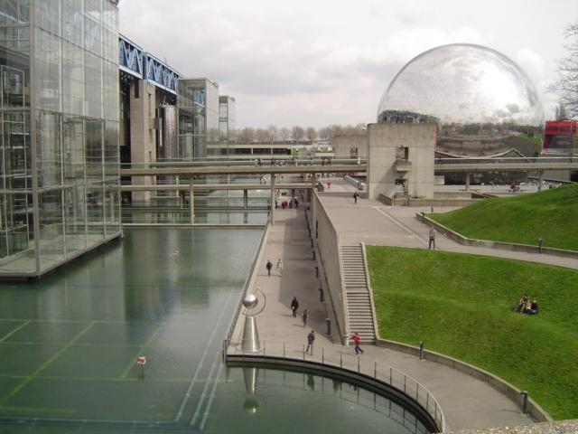 Parque de la Villette - Ciudad de Ciencias e Industria, la Ciudad de la Música Paris by Betsy