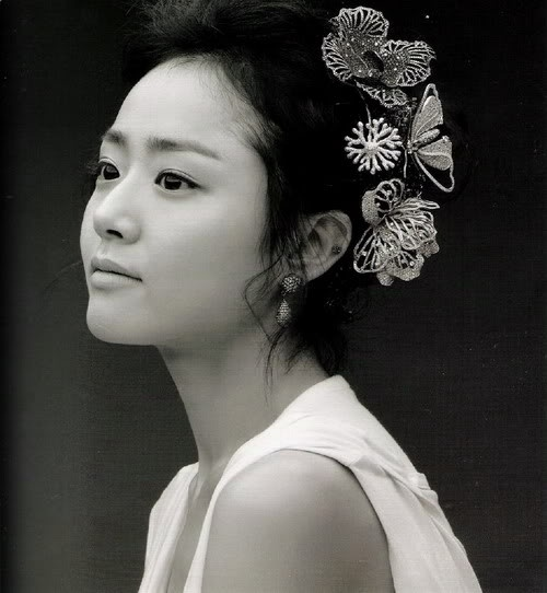 Moon Geun Young black and white