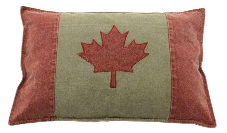 De Canadian Flag Wash sierkussen van het merk LivLight voegt een klassiek accent toe aan je interieur. De Canadese vlag aan de voorzijde zorgt voor de klassieke touch in je woonkamer. Met de Canadian Flag Wash kussen kun je je bank leuk aankleden en extra zitcomfort creëren. Canadian Flag Wash een kussen vervaardigd van 100% katoen in de maat 40x60.