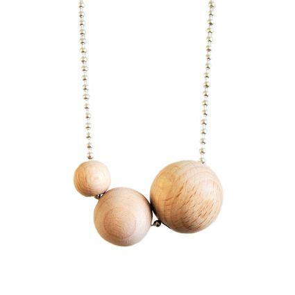 Tripla, hopea | Weecos #annieeleanoora #tripla #triple #woodandsilver #puutajahopeaa #kaulakoru #puuhelmet #necklace