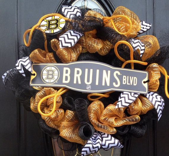 Boston Bruins Black & Gold Mesh Wreath  by LinnasCreations on Etsy, $50.00