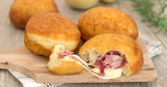 I bomboloni di patate sono dei deliziosi rustici con patate nell'impasto che potete farcire come preferite, sono favolosi, ottimi fritti o al forno!