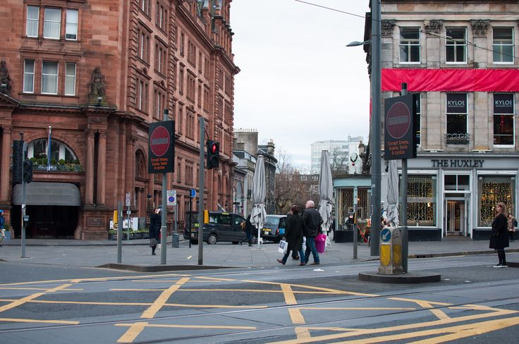 Instead of using normal road signs, pixelated screens have been but in at the end of Princes Street. Though they might be useful as you can change the information on them, would they not be a distraction to drivers.