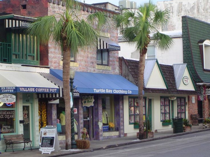 "MOUNT DORA is just NorthWest of Orlando, FL and is called the ""Martha's Vineyard of the South.""  It's a charming enclave of quaint shops, artists, musicians and cafes, all set on the shores of beautiful Lake Dora.   The Magnolia Inn is a great place to stay while you are there... http://www.magnoliainn.net/"