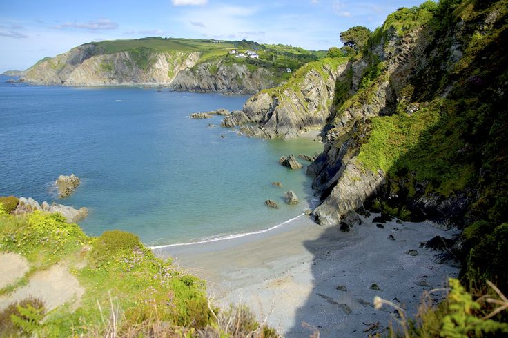 Just a few miles from #Woolacombe is the beautiful Lee Bay, read our #guide and visit the area when staying with us on your #summer #holidays… you won't be disappointed!