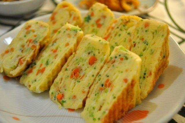 Resep Menu Sahur Sederhana, Telur Dadar Gulung Sayuran - http://www.rancahpost.co.id/20160657407/resep-menu-sahur-sederhana-telur-dadar-gulung-sayuran/