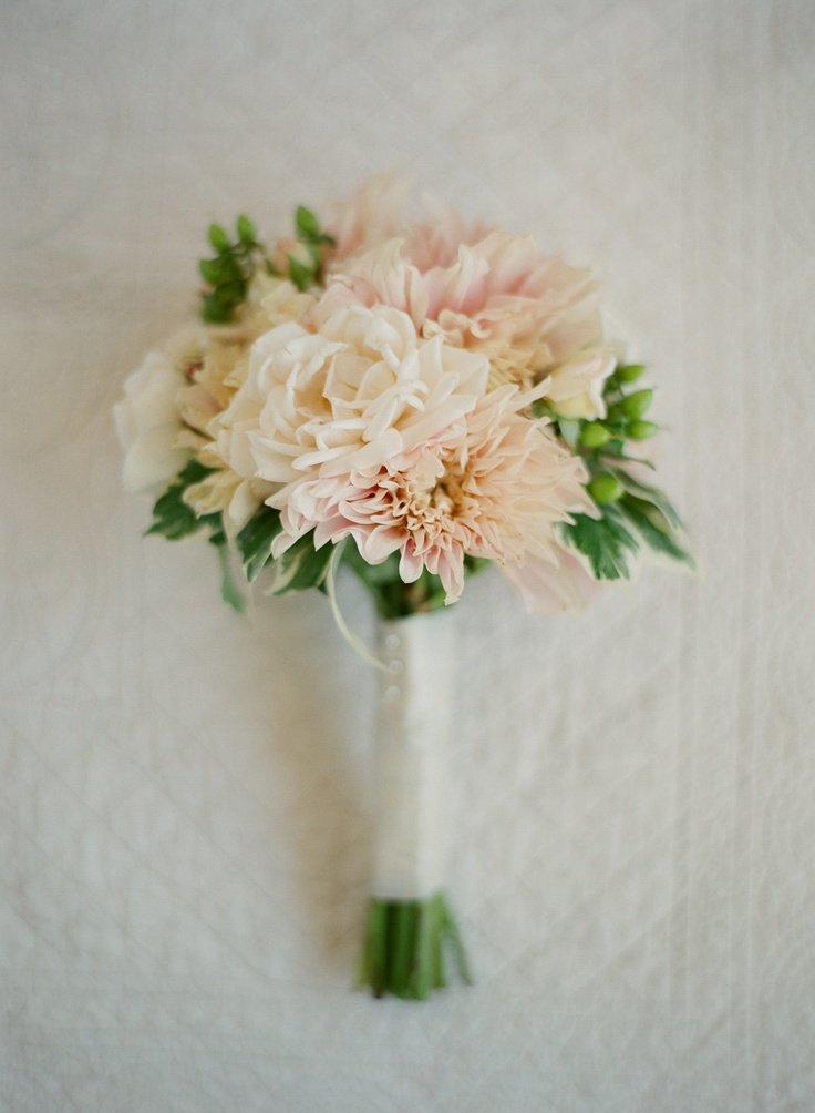 floral art...xoxo http://www.kissthegroom.comPeaches Dahlias, Bouquets Inspiration, Wedding Bouquets, Dahlias Bouquets, Dreams Wedding33, Bridesmaid Bouquets, Flower, Brides Bouquets, Floral Art