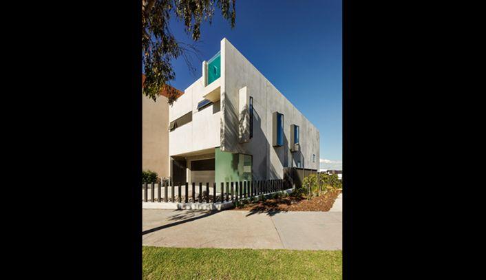 Super gaaf betonnen huis met glazen zwembad op het dak - Roomed | roomed.nl