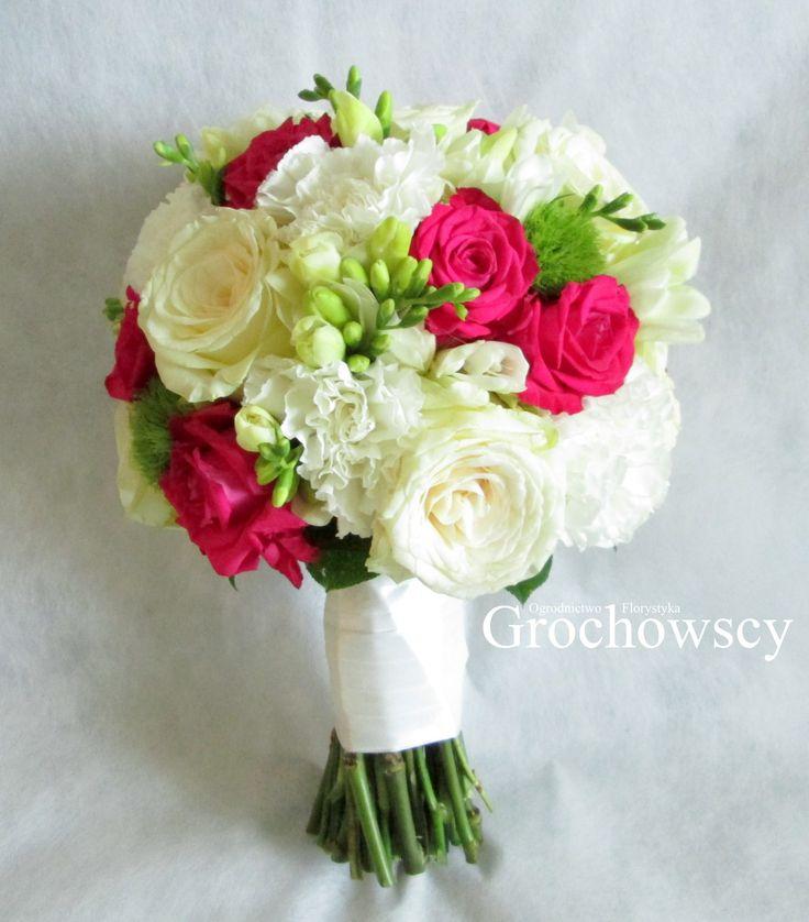 bukiet ślubny Człuchów #fuksjoweróże #frezje #weddingbouquet #fuschia #whiteroses
