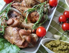 Сегодня мы предлагаем вам приготовить плечо индейки с тархуном. Также к мясу птицы приготовим очень вкусный соус. Пошаговый рецепт с фото поможет вам приготовить очень вкусное блюдо для ужина.
