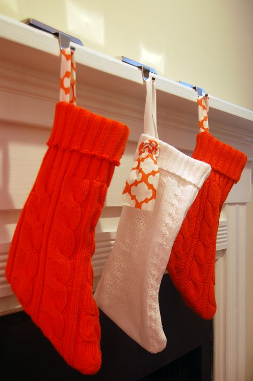 Recyclage manches de pull en chaussettes de Noël DIY upcycled sweater stocking tutorial from green your decor.