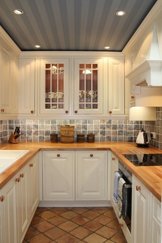 Kensington Kitchen - traditional - kitchen - london - Jones Britain Kitchens  nice ceiling treatment