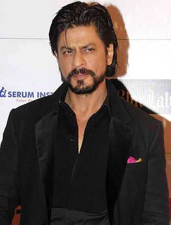 I am fortunate enough to work with Sunny Leone, says Shahrukh Khan! - http://www.bolegaindia.com/gossips/I_am_fortunate_enough_to_work_with_Sunny_Leone_says_Shahrukh_Khan-gid-37257-gc-6.html