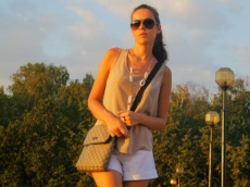 Huliganjetta's casual look: Carlo Pazolini wedges, Gucci bag, New Look top and white shorts. Новый повседневный образ: босоножки Carlo Pazolini, сумка Gucci, топ New Look, белые шорты.