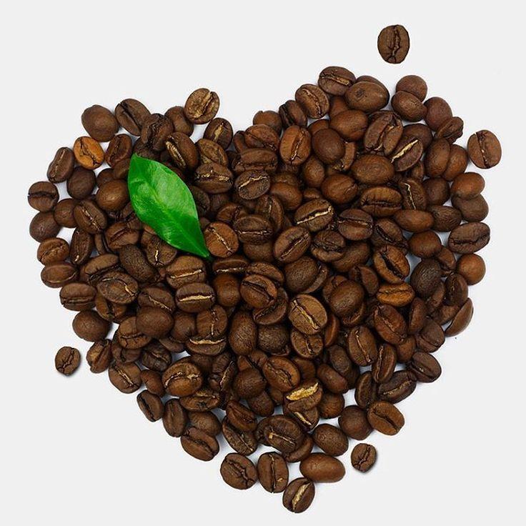 """""""Você sabia que o consumo do #café pode ser um hábito saudável? ☕️ A bebida contém potássio, zinco, ferro, magnésio e outros minerais. Também possui ação…"""""""