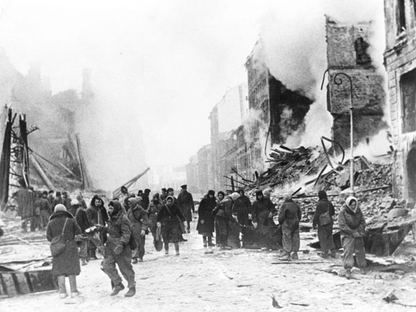 a history of the german siege of leningrad in world war ii Hitler's protracted siege of leningrad resulted in one of the most brutal campaigns on the eastern front during world war ii the german army group north was able to isolate the city and its garrison for a period of 900 days, during which an estimated 15.
