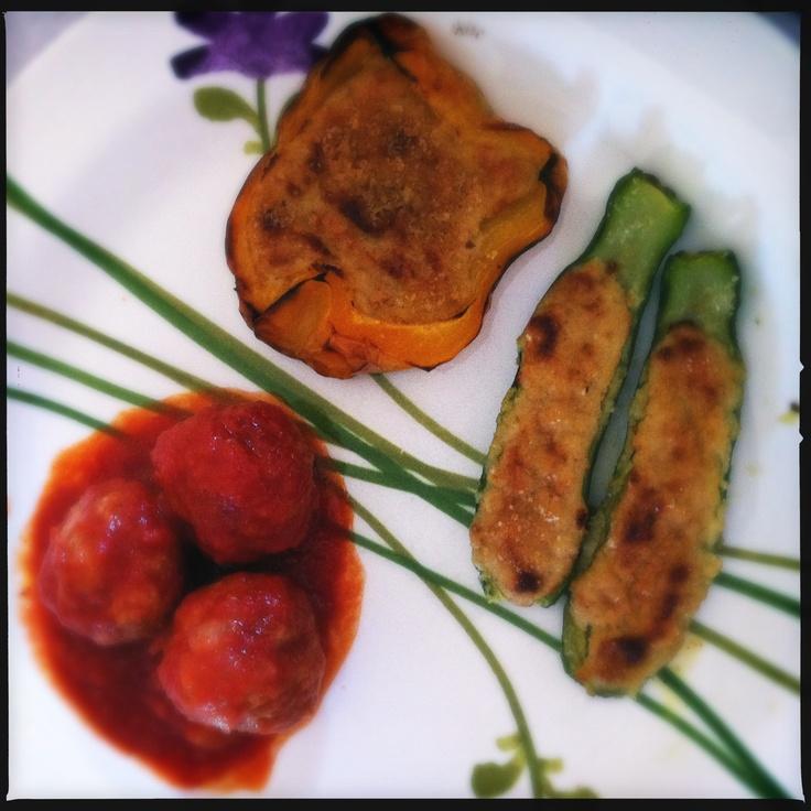 Polpette di carne (carne trita, mollica di pane, uovo, passata) e verdure ripiene alla ligure