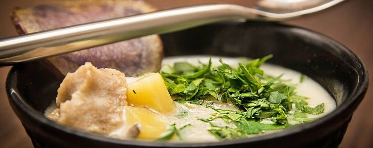 Romige aardappelsoep recept met stukjes seitan en amandelmelk #amanprana #noblehouse #amanvida #bertyn #soep #vegetarisch #seitan #amandelmelk #aardappel #bio