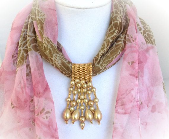 Gold and pearl scarf jewelry por Beadgardener en Etsy, $25.00