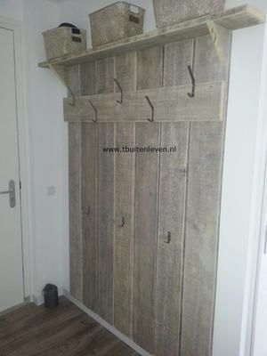Bekijk de foto van suuuzann met als titel steigerhouten kapstok , en andere inspirerende plaatjes op Welke.nl.