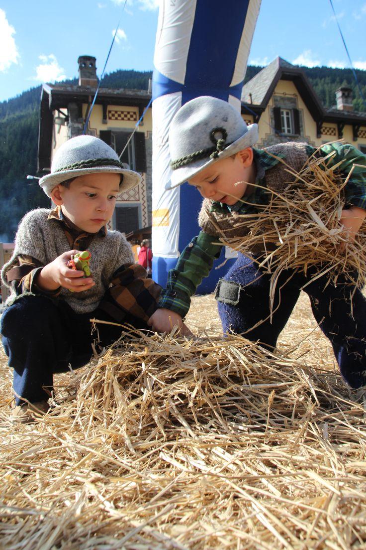 #valdidentromountainfeast #VMF #Valdidentro #aldidelabronza #children #old-fashioneddress PH. Loris Galli