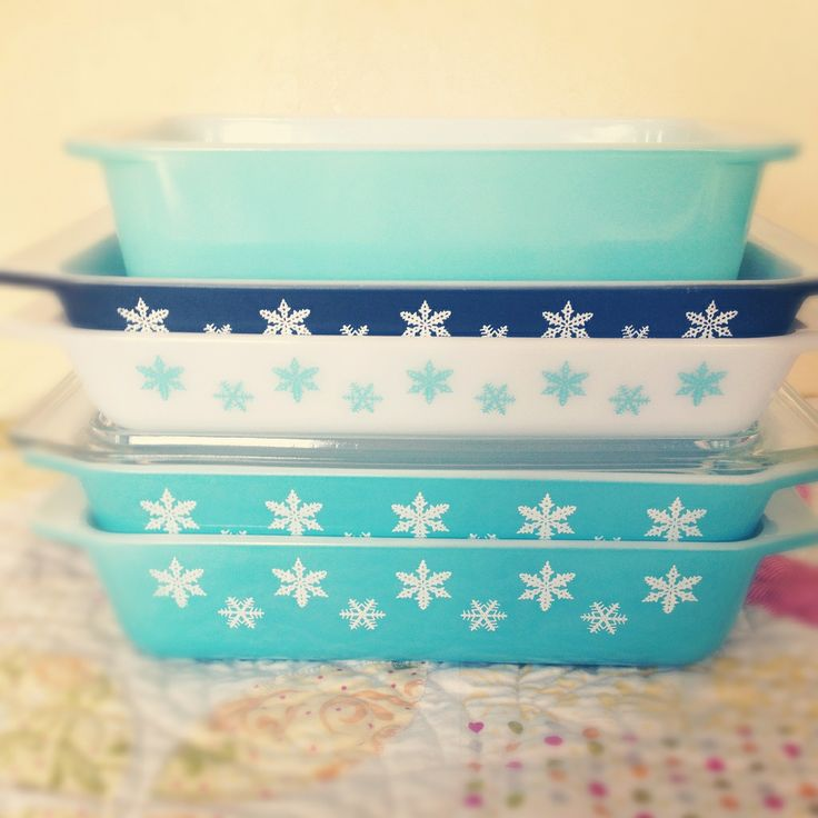 Pyrex - I love the snowflakes! I would  love to find a few pieces of this pattern!