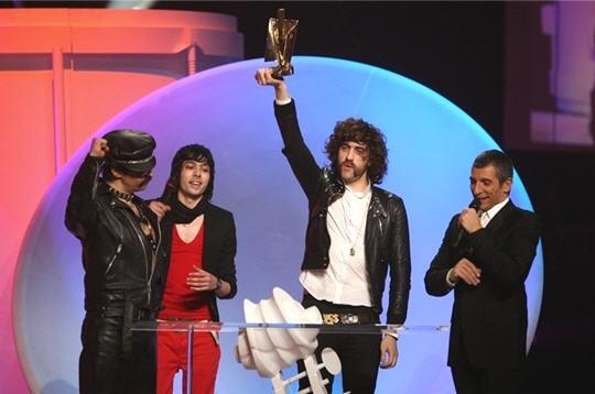 Justice aux Victoires de la Musique!