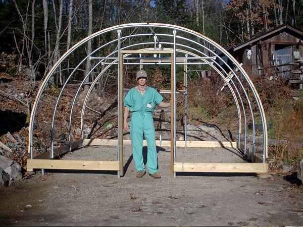 Sognate di avere una SERRA nel vostro orto? Ecco le fasi tecniche da seguire per costruirne una! http://www.arredamento.it/giardino/giardinaggio/costruire-una-serra.html #outdoor #serra #giardinaggio