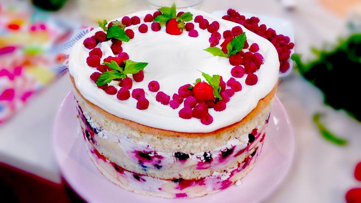 Torta desnuda de frutos rojos y limón