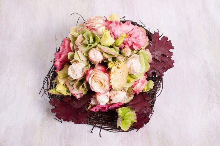 vintage bridal bouquet wiyh bombastic roses, hortensia and lisianthus- buchet vintage de mireasa cu trandafiri, hortensie si lisianthus