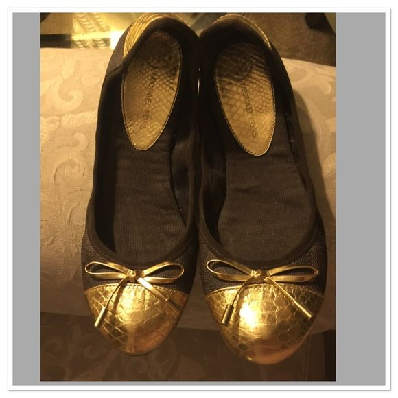 ✨Michael Kors Jet Set Brown Ballet Shoes✨ Those shoes are super comfy and have minimal signs of wear. Come with the original shoe box. True to size. Brown with gold trim. Happy Poshing Michael Kors Shoes Flats & Loafers