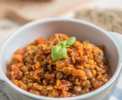 lentille verte, oignon, ail, curcuma, curry, pulpe de tomate, bouillon de volaille, Huile d'olive