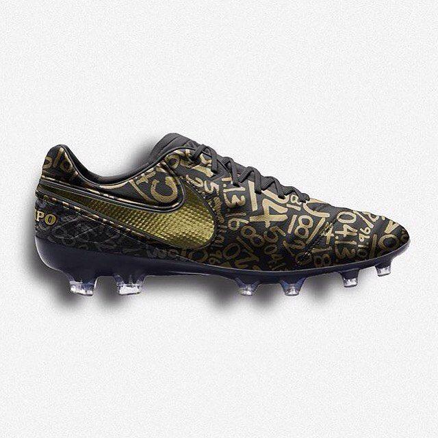 These custom Tiempos though #football #soccer #skill #futbol #fußball #skillsweekly #dailyupload #instalike #soccervideo #footy #433 #433skills #teamfk #cleats #teamfkskills #thef2 #futbolsport #thelineupuk #soccercleats #footballboots #nike #puma #boots #like #l4l #follow #follow4follow by thesoccerbench