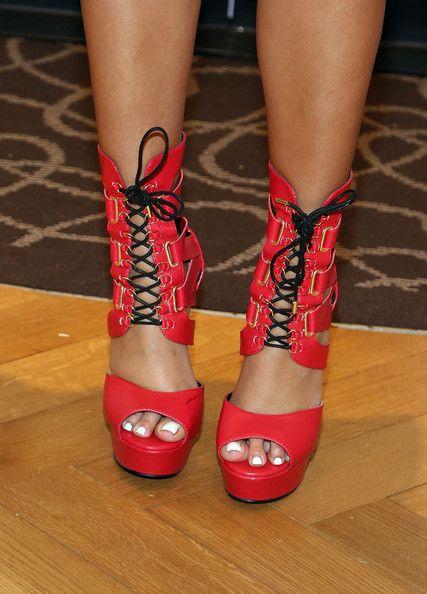 Julissa Bermudez Photos Photos - TV personality Julissa Bermudez (shoe detail) visits Macy's Herald Square on April 24, 2014 in New York City. - Keyshia Cole & Steve Madden Visit Macy's Herald Square