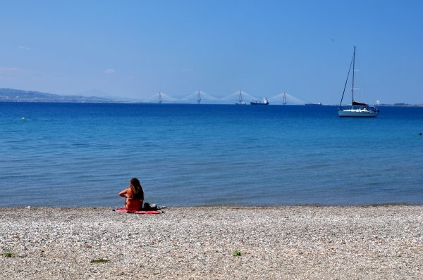 Nafpaktos beach with view to Rio Bridge