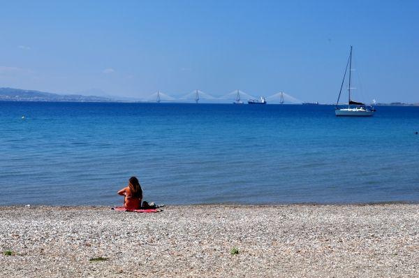 Nafpaktos beach with view to Rio Bridge
