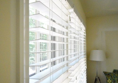 "How to install Home Depot's Home Decorator's Collection White premium Faux Wood Blinds (2 1/2 "" slats).  The wider slats let in more light and also provide good room darkening, plus look more high-end."